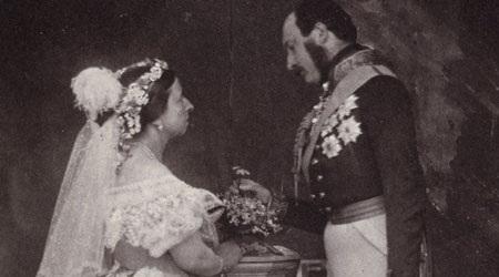 Nữ hoàng Anh tiết lộ nhiều ảnh riêng tư trên mạng - 2