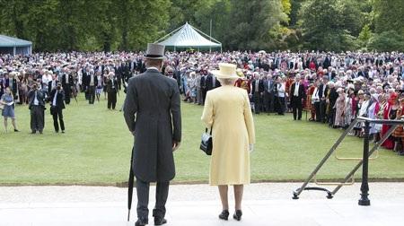 Nữ hoàng Anh tiết lộ nhiều ảnh riêng tư trên mạng - 6