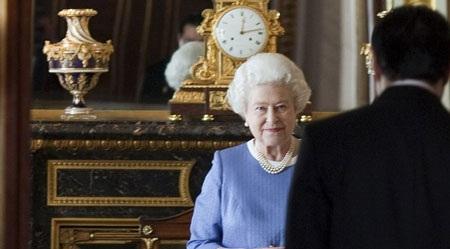 Nữ hoàng Anh tiết lộ nhiều ảnh riêng tư trên mạng - 8