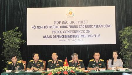 VN trao thư mời các nước dự Hội nghị Bộ trưởng Quốc phòng ADMM+8 - 2