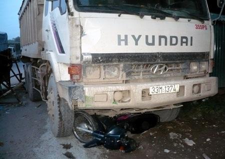 Người đàn ông tử nạn dưới gầm xe ben - 1