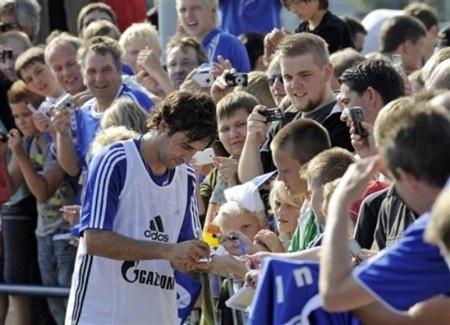 Vị trí nào cho Raul tại Schalke? - 1