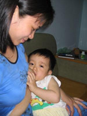 Nhiều bà mẹ vẫn thích cho con ăn sữa ngoài - 1