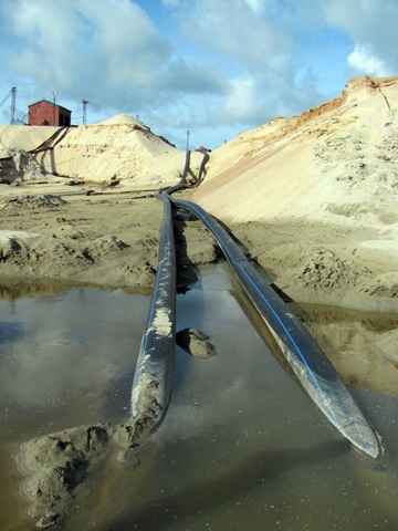 """Cận cảnh những """"núi đất"""" khổng lồ ở mỏ sắt lớn nhất nước - 1"""