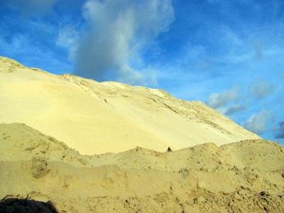 """Cận cảnh những """"núi đất"""" khổng lồ ở mỏ sắt lớn nhất nước - 10"""