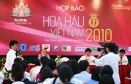 Diễn viên Hollywood luyện tập cho thí sinh Hoa hậu Việt Nam  - 1