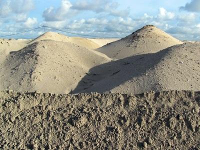 """Cận cảnh những """"núi đất"""" khổng lồ ở mỏ sắt lớn nhất nước - 6"""