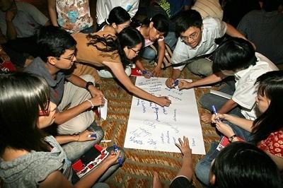 Buổi họp mặt sinh viên trước khi lên đường du học tại Vương quốc Anh - 1