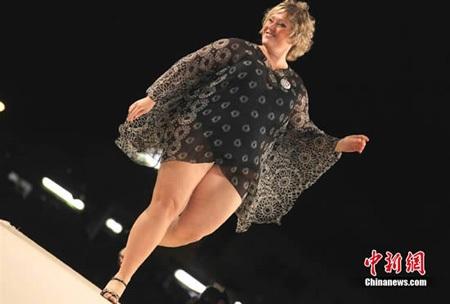 "Thi ""Hoa hậu mũm mĩm"" ở Italia - 4"