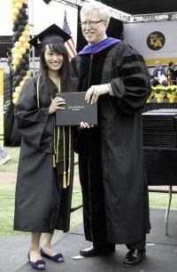 Nữ sinh gốc Việt 17 tuổi được Harvard trao học bổng tiến sỹ  - 1