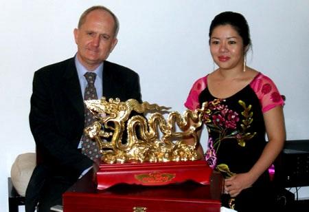 Rồng Thăng Long ra mắt tại TP Hồ Chí Minh - 2