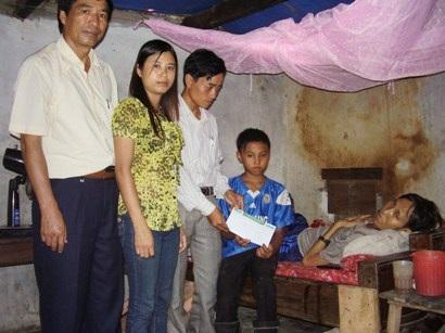 Trao quà tới gia đình bé Sơn, Sỹ - 1