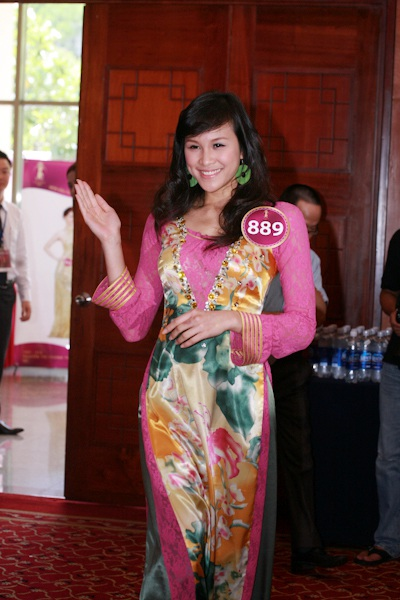 Jennifer Phạm làm MC chung kết Hoa hậu thế giới người Việt - 11
