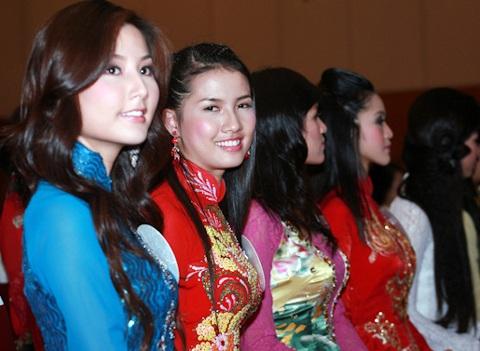 Jennifer Phạm làm MC chung kết Hoa hậu thế giới người Việt - 16