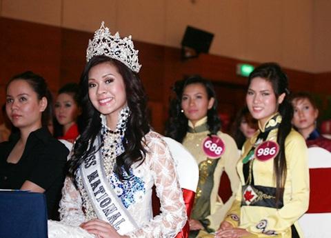 Jennifer Phạm làm MC chung kết Hoa hậu thế giới người Việt - 4
