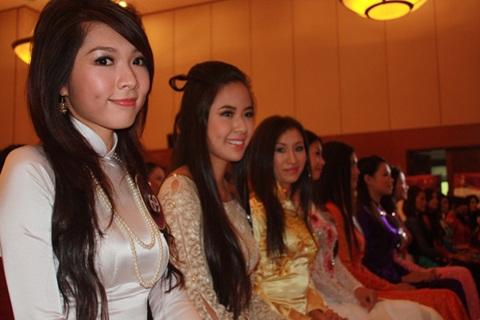 Jennifer Phạm làm MC chung kết Hoa hậu thế giới người Việt - 25