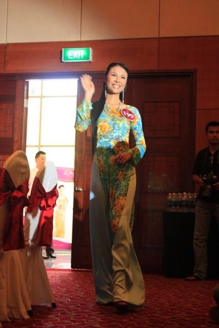 Jennifer Phạm làm MC chung kết Hoa hậu thế giới người Việt - 30
