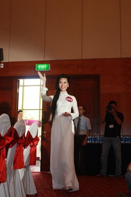 Jennifer Phạm làm MC chung kết Hoa hậu thế giới người Việt - 32