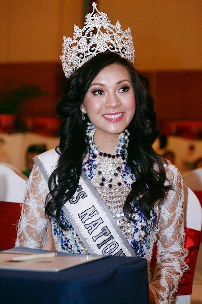 Jennifer Phạm làm MC chung kết Hoa hậu thế giới người Việt - 3