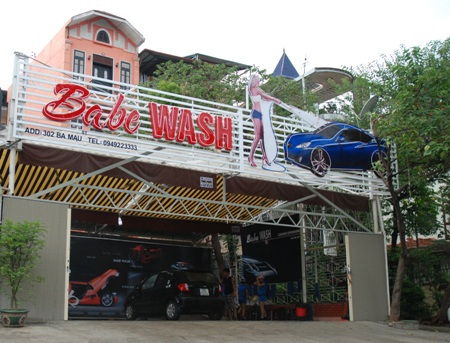 """Lạ lẫm """"chân dài"""" rửa ô tô tại Hà Nội - 6"""