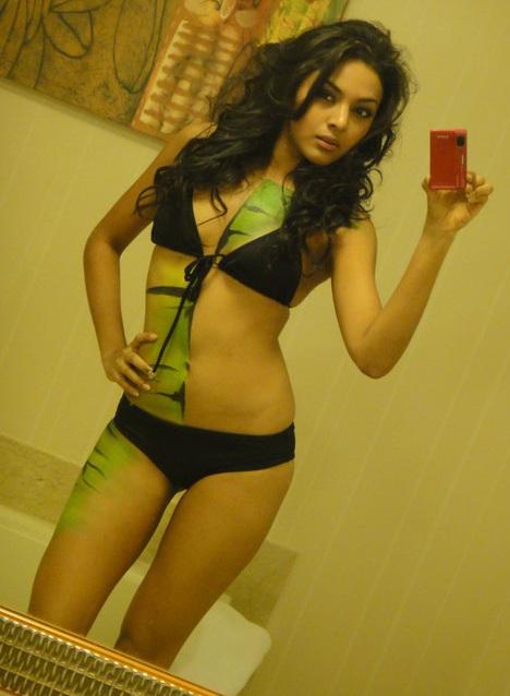 Người đẹp Hoàn vũ làm người mẫu body painting  - 9