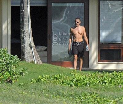 Nhà Trắng ngăn phóng viên chụp ảnh Obama ngực trần - 2