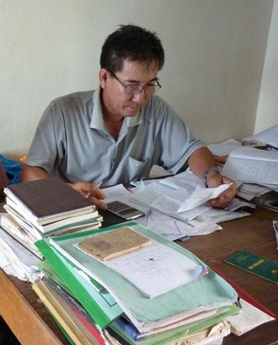 Ông trưởng thôn 15 năm nuôi 17 học trò nghèo - 3