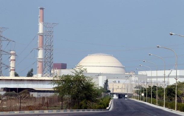 Iran bắt đầu bơm nhiên liệu vào nhà máy điện hạt nhân - 1