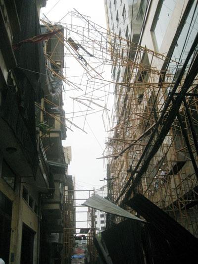 Hà Nội: Sập giàn giáo xây dựng toà nhà 34 tầng - 1