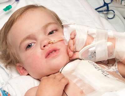 Lắp phổi nhân tạo cho bé 2 tuổi - 1