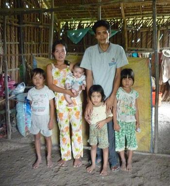Quặn lòng cảnh 4 đứa trẻ thiếu ăn, thiếu học vì cha bệnh tật - 2