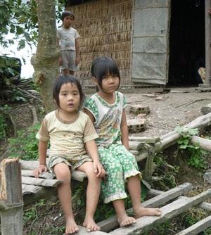 Quặn lòng cảnh 4 đứa trẻ thiếu ăn, thiếu học vì cha bệnh tật - 1