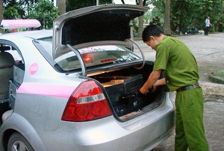 Nhóm thanh niên thuê taxi đi trộm máy tính - 2