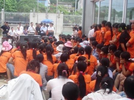 Hơn 300 công nhân ngừng việc đòi quyền lợi - 3