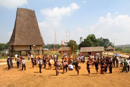 Khai trương ngôi làng lớn nhất Việt Nam - 3