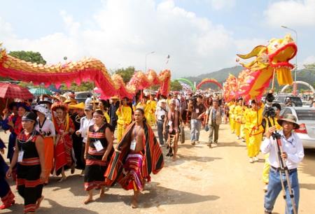 Khai trương ngôi làng lớn nhất Việt Nam - 2