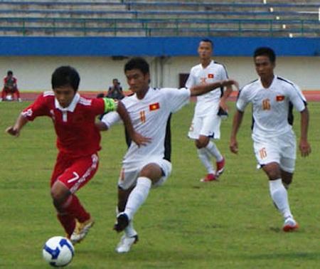 U16 Việt Nam đánh bại U16 Trung Quốc - 1