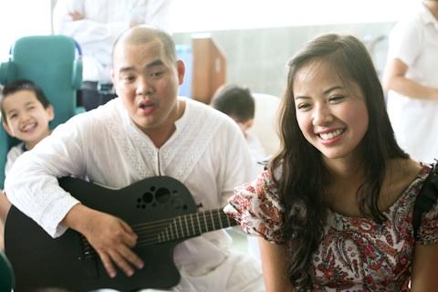Á hậu Kiều Khanh mang nụ cười tới cho trẻ tật nguyền - 18