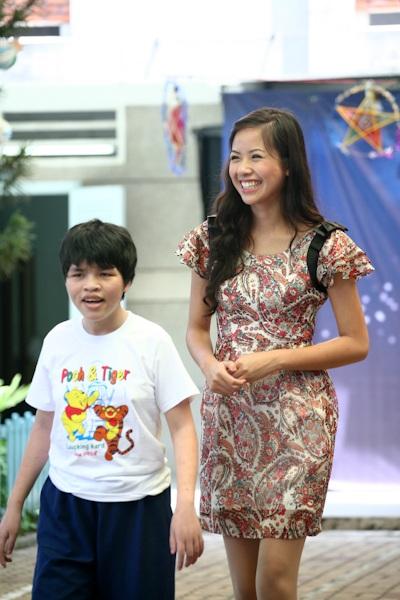 Á hậu Kiều Khanh mang nụ cười tới cho trẻ tật nguyền - 19