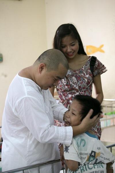Á hậu Kiều Khanh mang nụ cười tới cho trẻ tật nguyền - 6