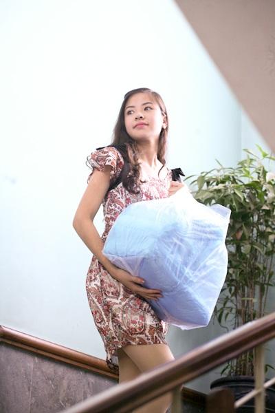 Á hậu Kiều Khanh mang nụ cười tới cho trẻ tật nguyền - 9