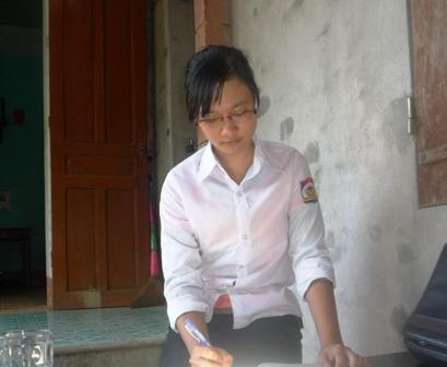 Hà Vân luôn cố gắng trong học tậpđể thực hiện di nguyện vào đại học với người mẹ qúa cố