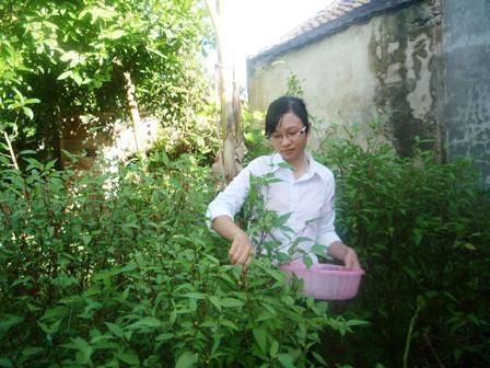 Vừa lo việc học, Hà Vân còn phải tự lo cho cuộc sống của mình