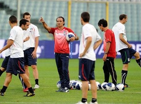 Italia thời Prandelli tiếp tục vận hành sơ đồ 4-3-3 - 1