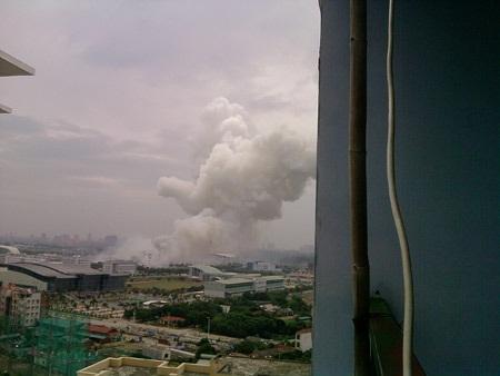 Hai container pháo hoa phát nổ ở Mỹ Đình, 4 người tử vong - 1
