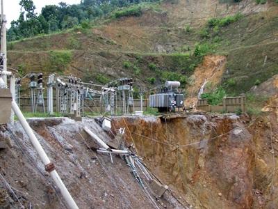 Tan tành thủy điện Hố Hô - 6