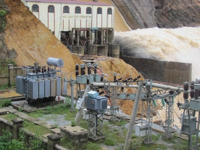 Tan tành thủy điện Hố Hô - 17