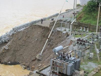 Tan tành thủy điện Hố Hô - 14