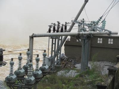Tan tành thủy điện Hố Hô - 12