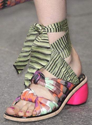 """Những kiểu giày dép """"hot"""" nhất tuần lễ thời trang Milan - 19"""